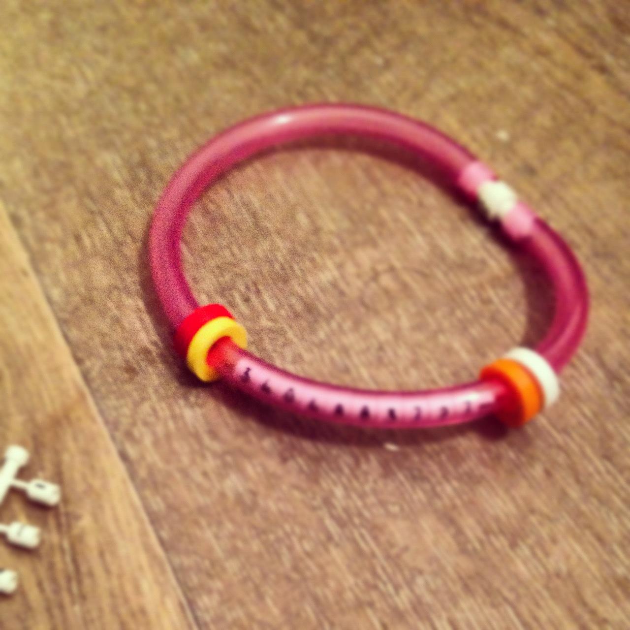 braccialetto con numero di telefono per bambini