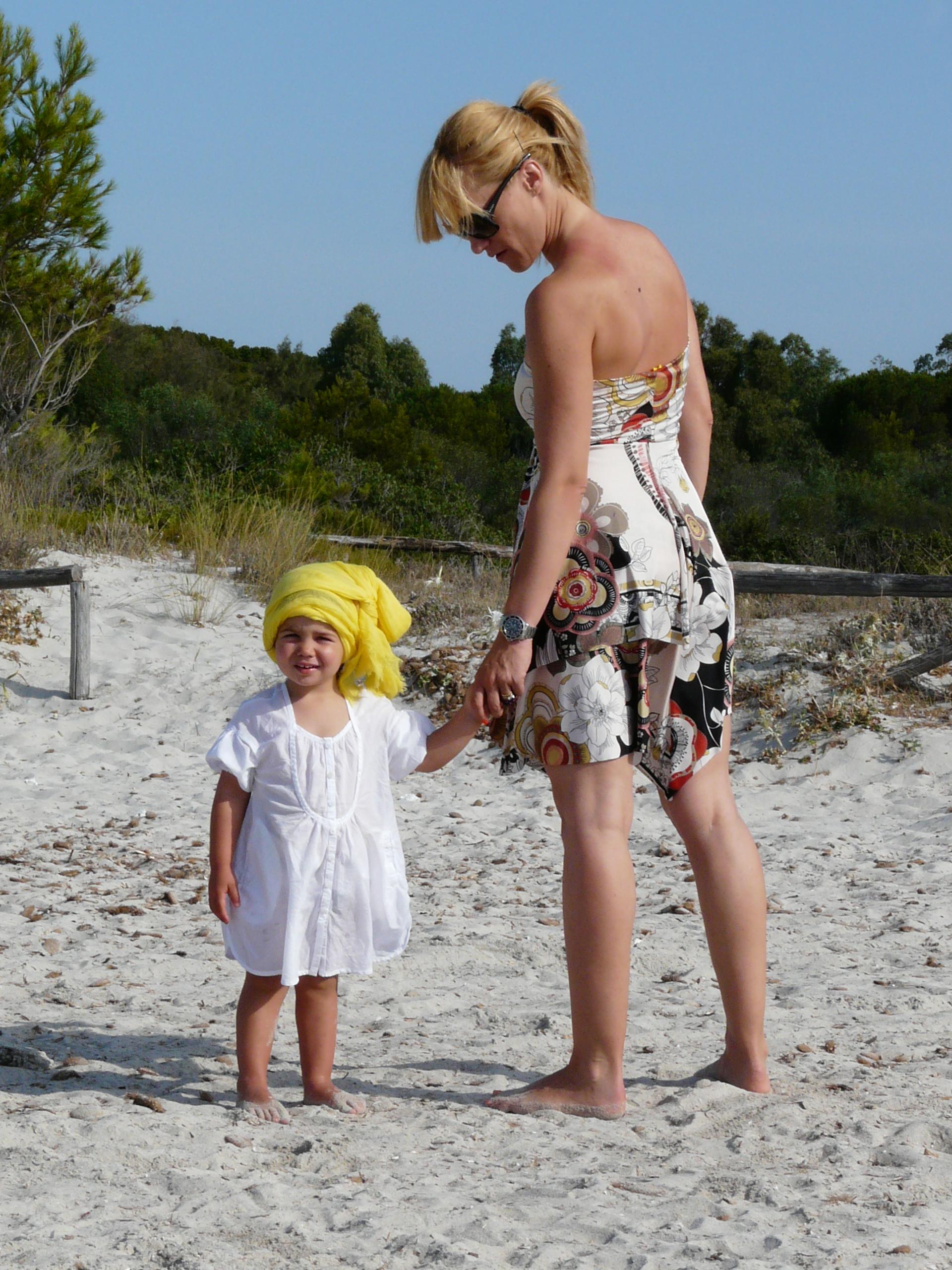 outfit mamma e figlia mare sardegna