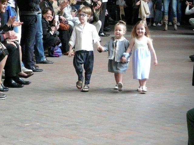 SFILATA CAFFELATTEACOLAZIONE children and fashion