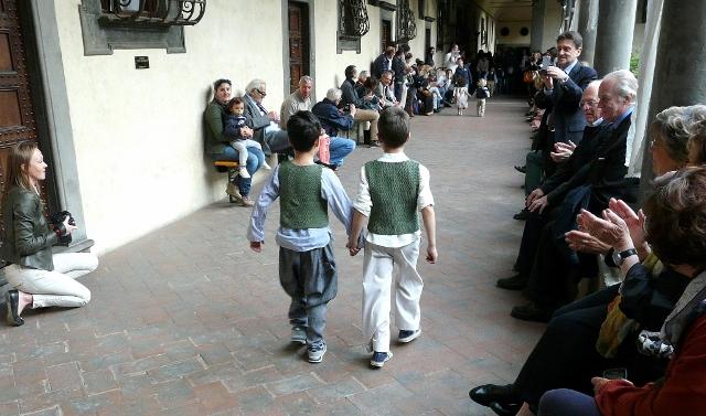 SFILATA CAFFELATTEACOLAZIONE fashion show for children