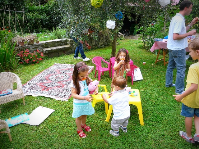 BORTHDAY PARTY MOM AND DAUGHTER'S OUTFITS e bambini alla moda