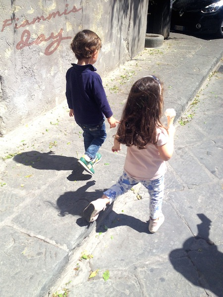 kids outfit e l'amicizia