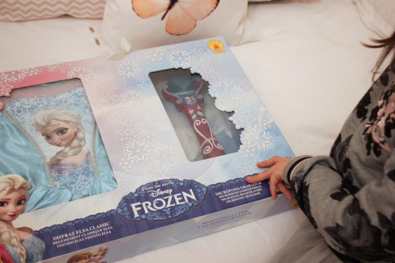 Regali Di Natale Frozen.Regali Di Natale Frozen Con Funidelia Fiammisday Blog Come Vestire