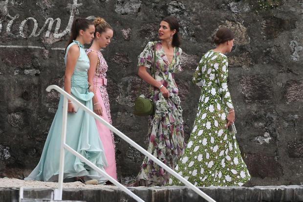 cosa indossare a un matrimonio abiti lunghi a fiori