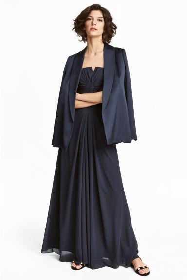 Come indossare un abito lungo nero