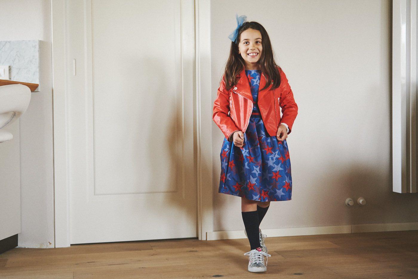 la moda bambina per la primavera e come vestire i bambini chiodo rosso di pelle