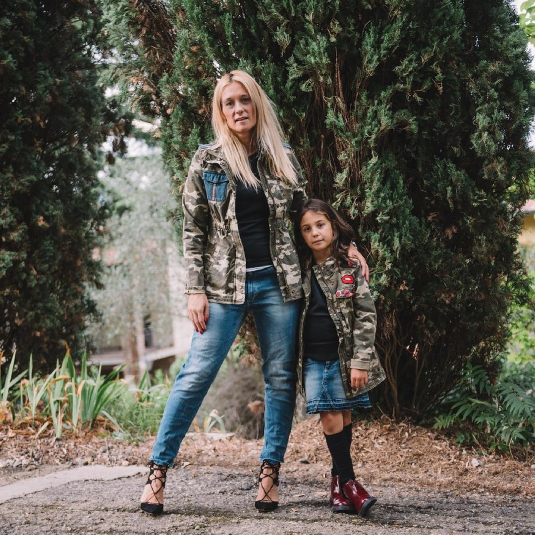 mamma e figlia vestite uguali
