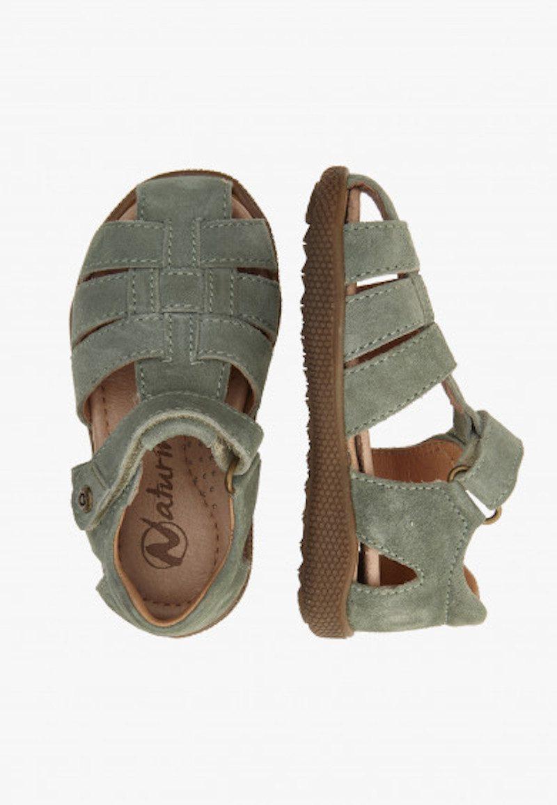 Sandali e Infradito per maschietti e femminucce E' arrivata l'estate e i piedini dei bambini hanno bisogno di prendere il sole e l'aria calda che questa stagione ci regala. Nel nostro assortimento puoi trovare sandali bambina e sandali bambino di tanti stili diversi.